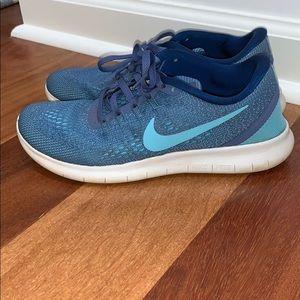 nike free rn tennis shoes